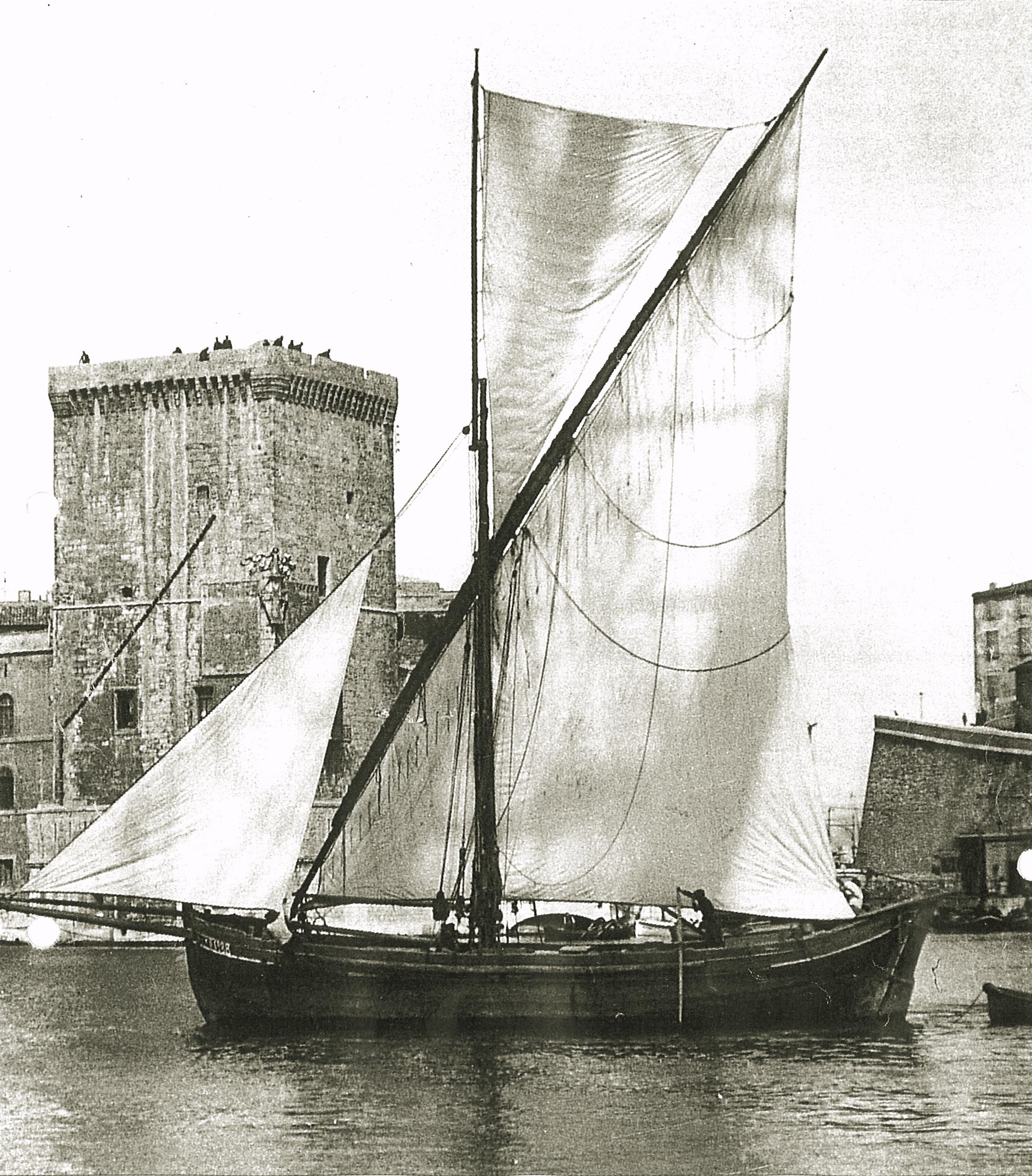 Une tartane à la sortie du vieux port en 1903