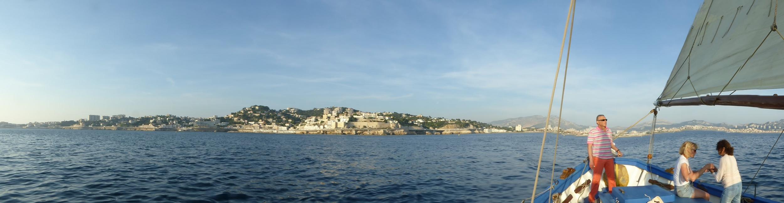 Marseille vue de la mer... c'est un panorama unique !!