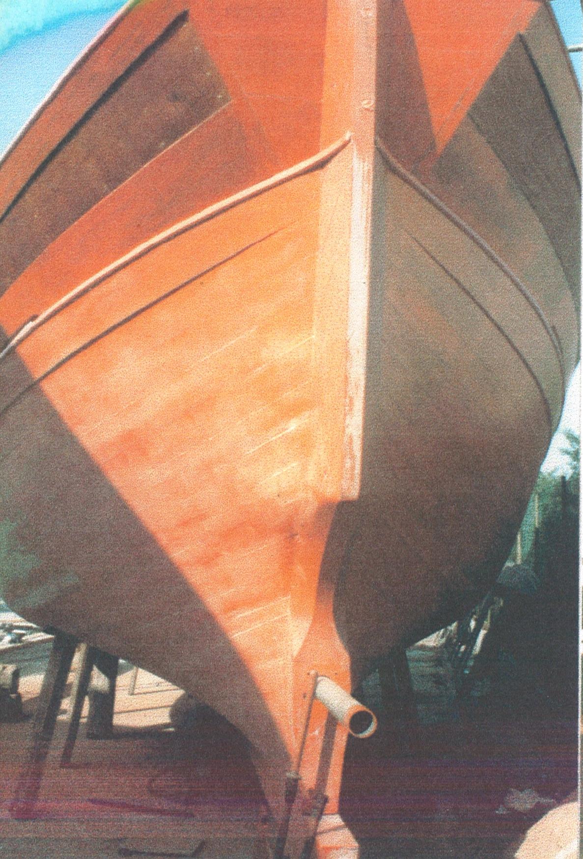 La coque en cours de construction au printemps 1992